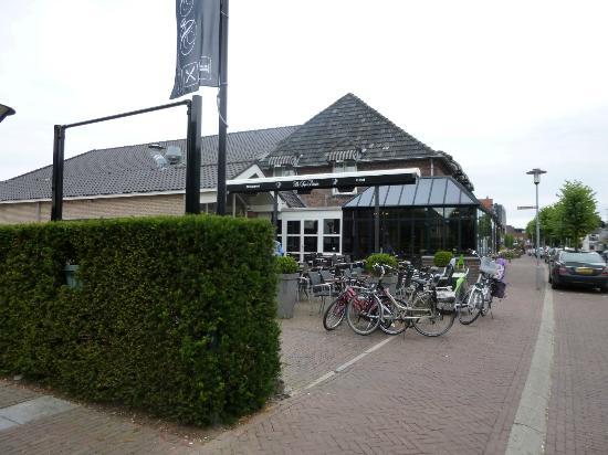 De Twee Linden: Front of hotel restaurant