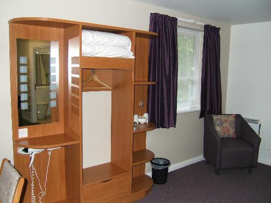 Premier Inn Boston Hotel: Room windows.