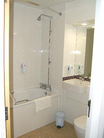 Ingresso picture of premier inn boston hotel boston tripadvisor Premiere bathroom design reviews