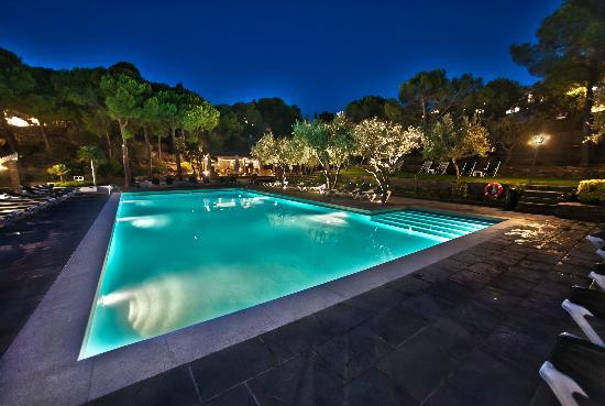 Hotel Playa Sol: Piscina de noche