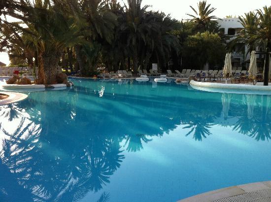 Odyssee Resort & Thalasso : vue piscine