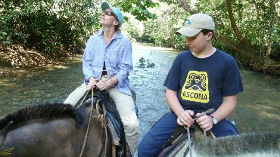 El Remanso Lodge : Horse back riding and watching birds