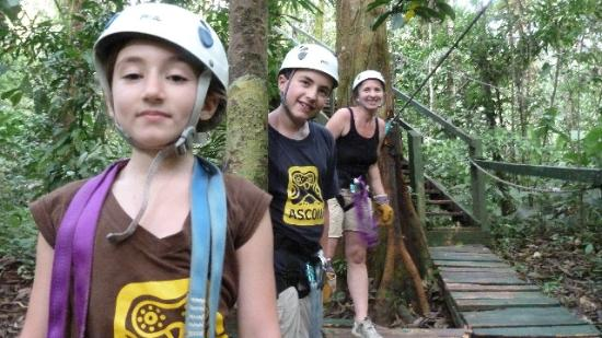 El Remanso Lodge: Zip lining