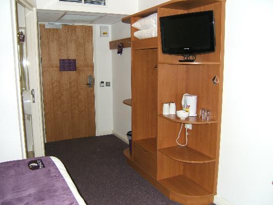 Premier Inn Edinburgh A7 (Dalkeith) Hotel: Television and bedroom door.