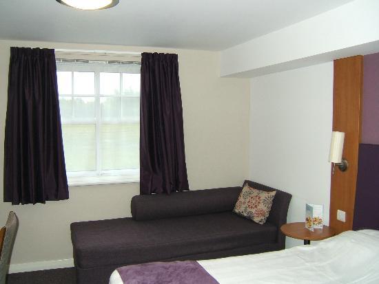 Premier Inn Edinburgh A7 (Dalkeith) Hotel: Windows.