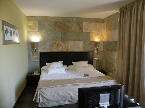 Villa Nazules Hipica Spa: Huge bed