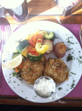 Dinky's Restaurant: Dinky's Crab Cake Dinner