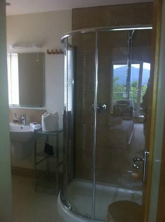 The Lookout Keswick: The king of showers.