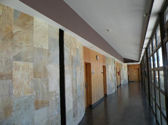 Villa Nazules Hipica Spa: Corridor leading to our room
