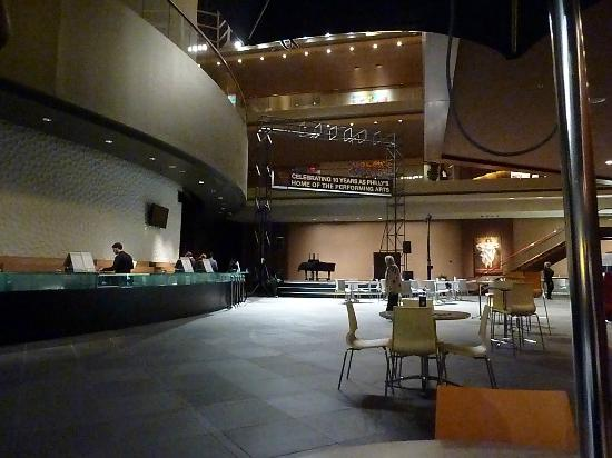 Kimmel Center for the Performing Arts: Main floor lobby area