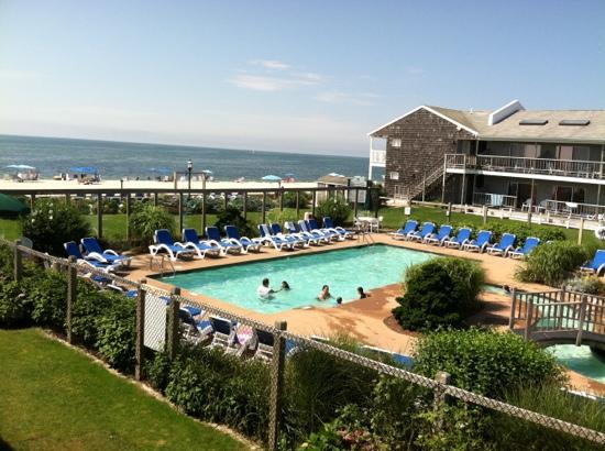 Riviera Beach Resort: pool and ocean view