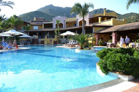 Cruccuris Resort : Piscina