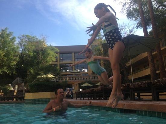 Pointe Hilton Squaw Peak Resort: Skinny jumping in south tower pool