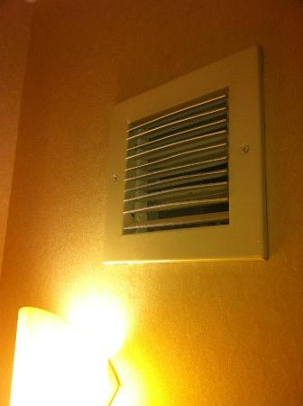 Embassy Suites by Hilton San Marcos - Hotel, Spa & Conference Center: Has this EVER been cleaned??