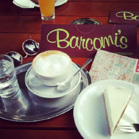 Barcomi's Kaffeerösterei: Cappuccino & NY cheese cake