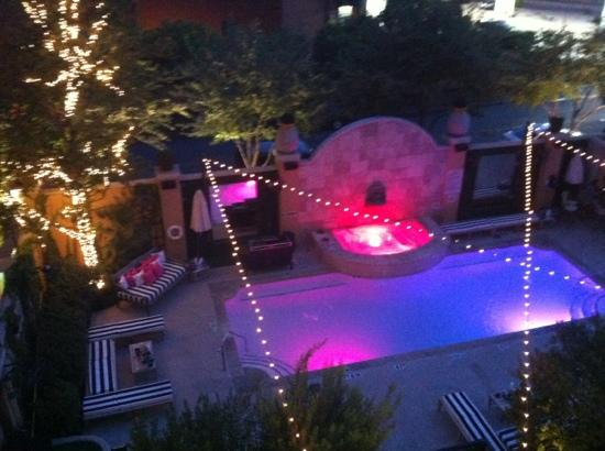 Hotel ZaZa Dallas: balcony looking over pool at night