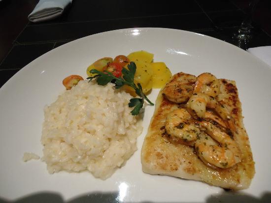 Best Western Premier Maceio: Linguado grelhado com risoto - restaurante do Hotel