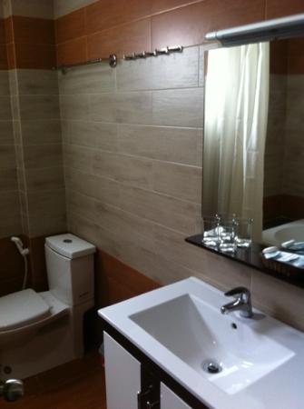 Green Suites Hotel: bathroom