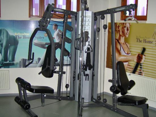 GLK PREMIER The Home Suites & Spa : Fitness Center--Resistance training