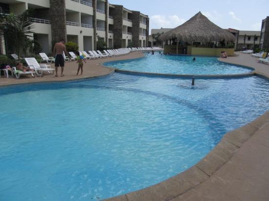 Hotel Kokobay: Piscina con su Bar