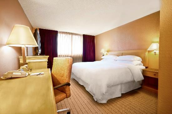 Sheraton Fort Lauderdale Airport & Cruise Port: Guest room with king bed