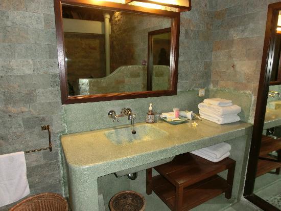 Dyana Villas: バスルーム