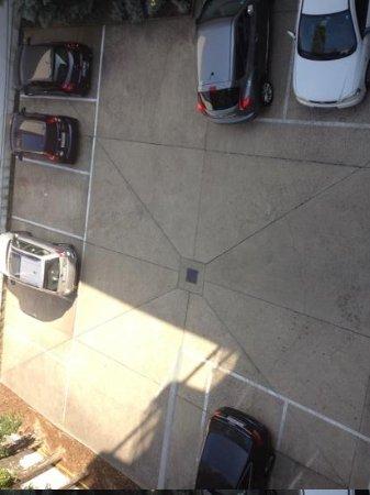 STANYS Das Apartmenthotel: Backyard Parking Area