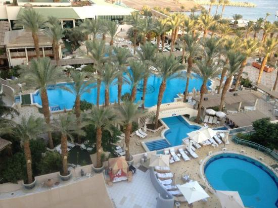 Herods Vitalis Spa Hotel Eilat: The view from our room to the pool