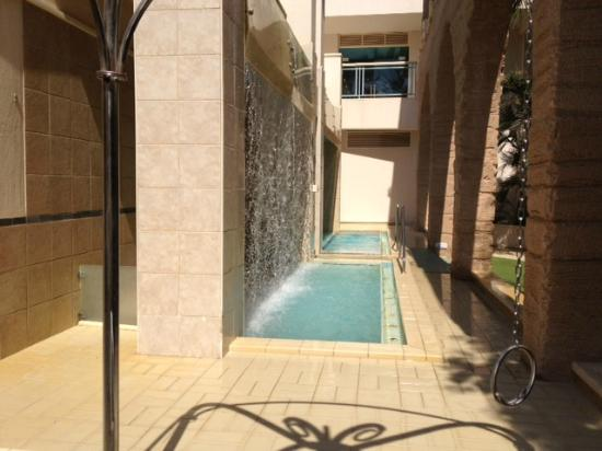 Herods Vitalis Spa Hotel Eilat: The cascades in the spa