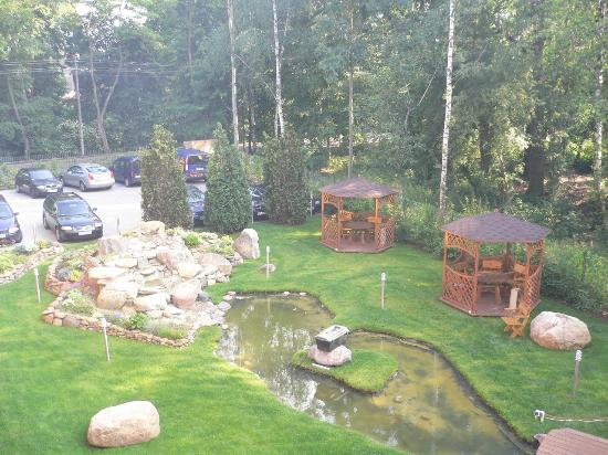 Hotel Twins II: garden
