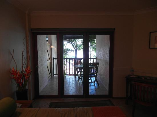 Hibiscus Resort & Spa: Bi-fold doors that open completely to link balcony to suite