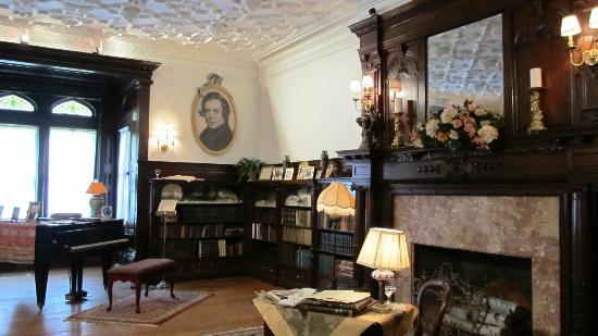 Ventfort Hall Mansion and Gilded Age Museum: Ventfort Hall library