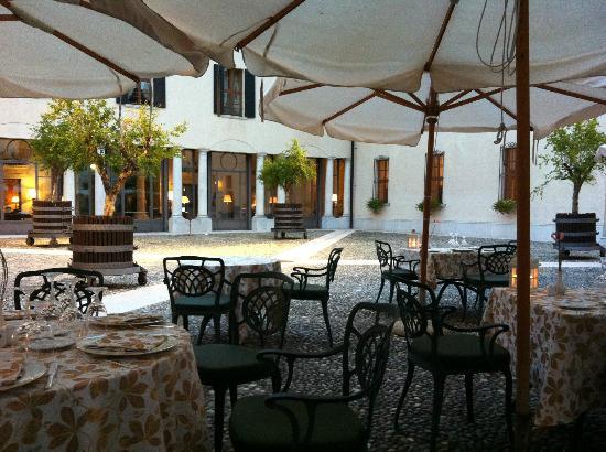 Palazzo Arzaga Hotel Spa & Golf Resort : cortile colazione e cena
