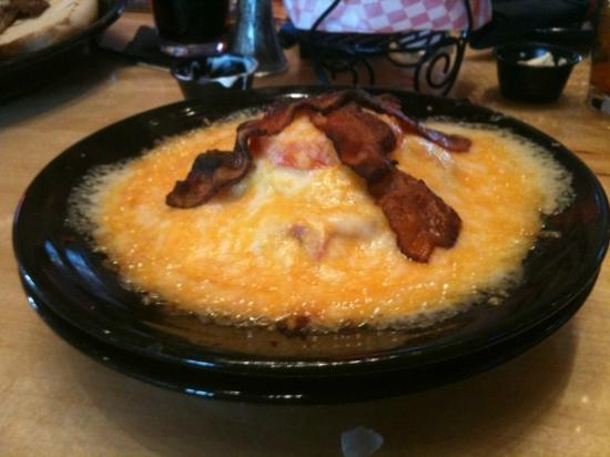 Eddie Montgomery's Steakhouse: Hot Brown