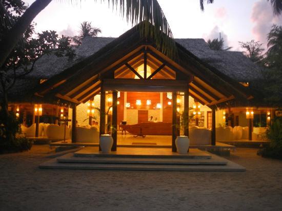 Kuramathi Island Resort: Main Reception