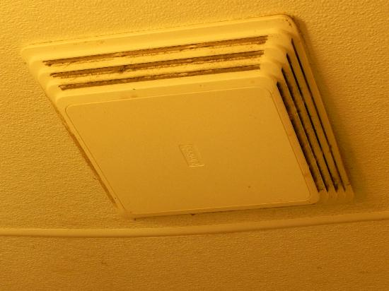 Americas Best Value Inn Ronks: bathroom vent smelled like old cig smoke