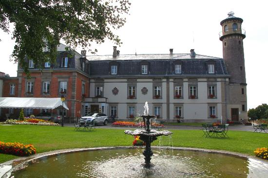 Chateau d'Isenbourg: Hotel from outside