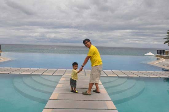 Acuatico Beach Resort & Hotel: the walk @ infinity edge pool