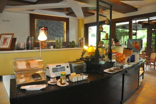 Acuatico Beach Resort & Hotel: Breakfast