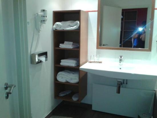 Salle de bain picture of best western hotel l 39 oree - Spa saulx les chartreux ...