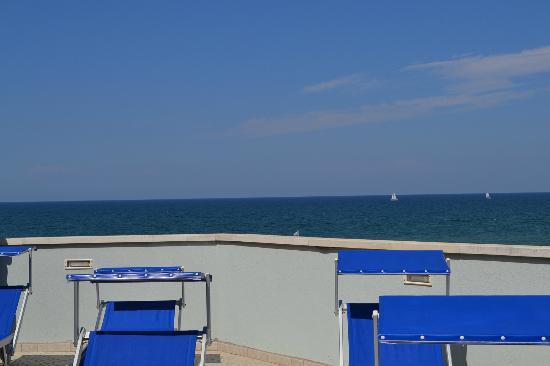 Residence Hotel Saturnia: vista mare e lettini prendi sole