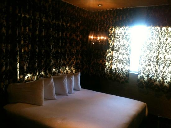 Hotel Chelsea: Gorgeous King Room