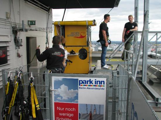 Base Flying Berlin: Preparations