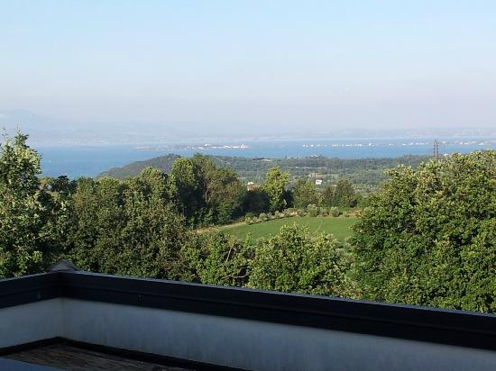 Garda Country House : vista su Sirmione