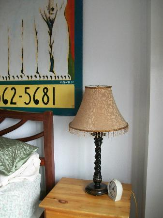 Qupqugiaq Inn: Cute little lamp