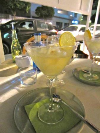 El Sabor: Lemon sorbet, served in sparkling wine