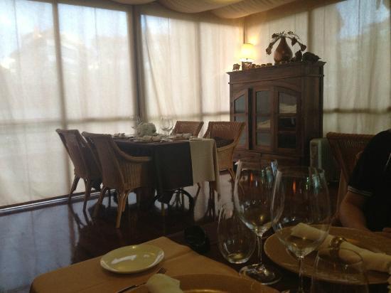 La morera: Indoor seating