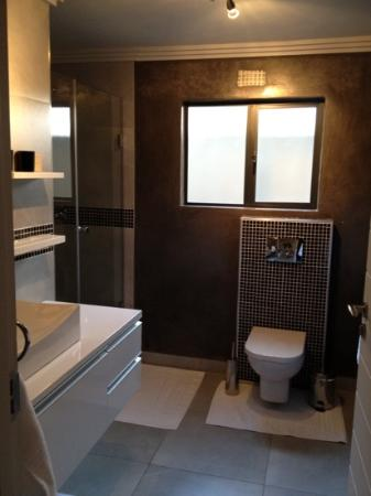 Villa Moyal Executive Apartment & Suites : Bathroom