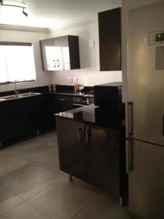 Villa Moyal Executive Apartment & Suites : Kitchen