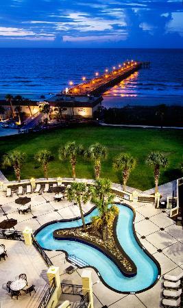 Springmaid Beach Resort & Conference Center: Live Oak Pool & Lawn
